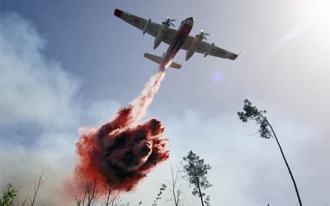 Avion bombardier d'eau Tracker - sécurité civile