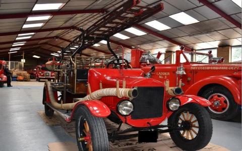 Vieux véhicule pompier