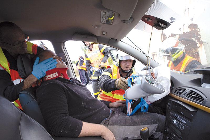 Face à des délais incompressibles d'acheminement des secours et de transport à l'hôpital, la vitesse d'extraction des victimes