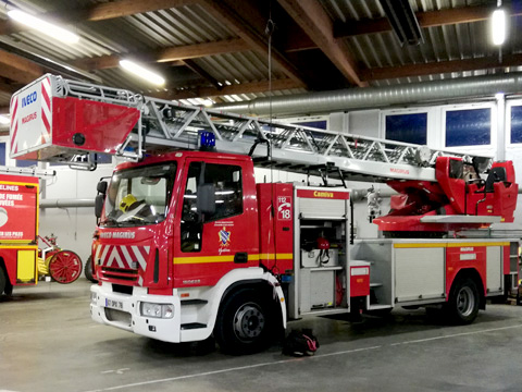 échelle pivotante automatique (EPA) – sapeurs-pompiers © Gwenn Besson