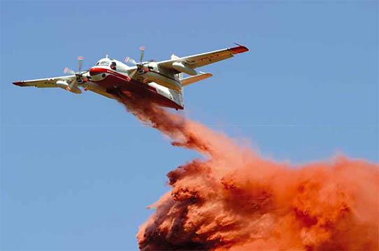 """Avion bombardier d'eau """"Tracker"""" de la Sécurité civile – © Sécurité civile"""