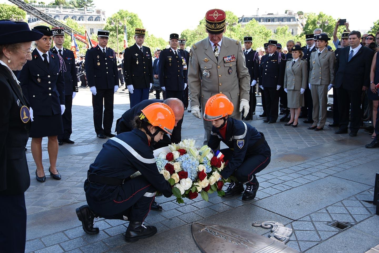 JNSP2017 - Dépot gerbe tombe soldat inconnu - Ministre intérieur et JSP