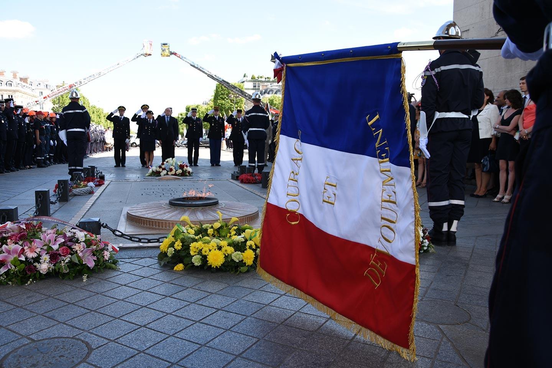 JNSP2017 - Drapeau des Sapeurs-pompiers de France - Courage et dévouement